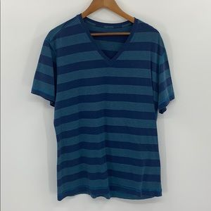 Lululemon 5 year V-neck T-Shirt (Large)